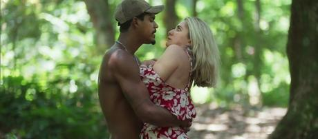 Fabim (Marcello Melo Jr.) em cena com Marilda (Letícia Spiller) em O Sétimo Guardião (Reprodução/TV Globo)