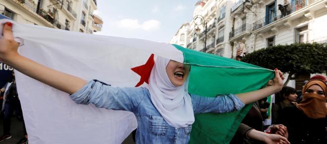 Buteflika cede ante la presión del pueblo argelino y renuncia a un quinto mandato