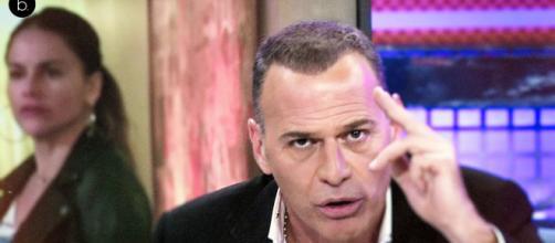 Carlos Lozano, molesto al enterarse de que Mónica Hoyos informaba ... - blastingnews.com