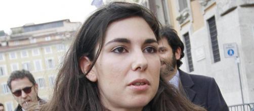 Giulia Sarti: si infittisce il mistero sulle foto osé della parlamentare M5S