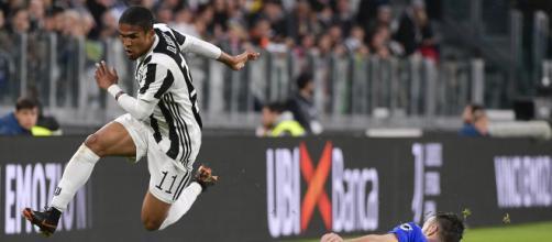 Juventus Genoa Douglas Costa De Sciglio