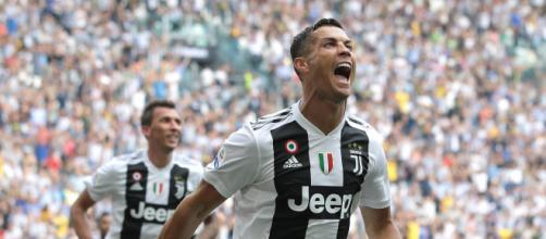 Juventus, i festeggiamenti dei giocatori bianconeri dopo la rimonta