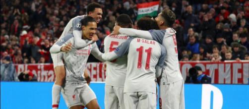 La gioia dei giocatori del Liverpool che battono il Bayern e volano nei quarti di finale di Champions League