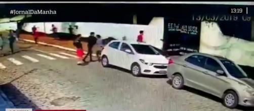 Vídeo mostra alunos evacuando escola em Suzano. (Imagem Reprodução Jovem Pan)