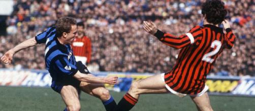 Contrasto tra Karl Heinz Rummenigge e Franco Baresi in Inter-Milan del 17 marzo 1985