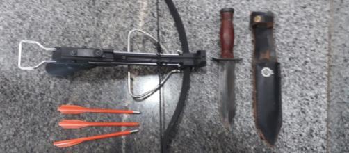 Professor armado com facão e besta invade Secretaria de Educação (Reprodução/Polícia Militar)