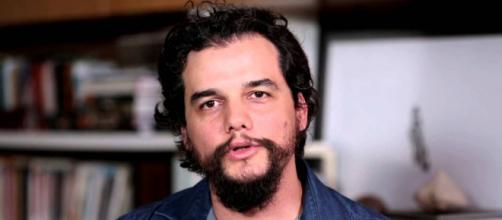 Wagner Moura provoca Bolsonaro ao falar de em estreia de filme. (Foto: Reprodução/Youtube)
