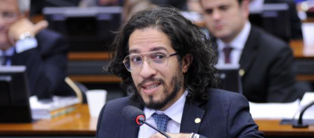 Jean Wyllys discute com embaixadora brasileira na ONU - (Foto: Gabriela Korossy/Câmara dos Deputados)
