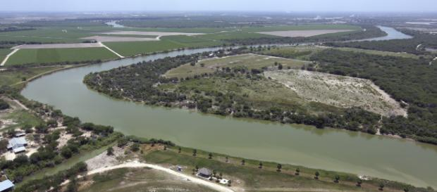 Los inmigrantes centroamericanos fueron detenidos en el fronterizo río Bravo. - mixedvoces.com