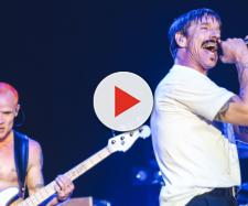 Red Hot Chili Peppers in concerto.