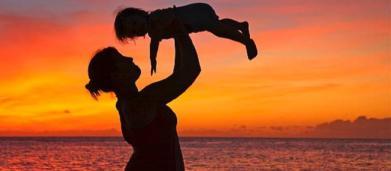 Reddito di maternità, proposta di legge: 1000 euro al mese per otto anni per le madri