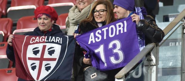 Devi morire, cori dei sostenitori viola contro un tifoso del Cagliari - fanpage.it