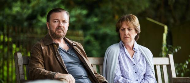 Rick Gervais em cena como o viúvo Tony da série 'After Life' (Divulgação/Netflix)