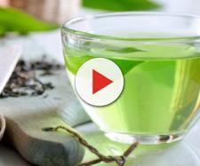 Il tè verde migliora il microbiota intestinale con un impatto favorevole sull'assorbimento dei grassi e sul metabolismo degli zuccheri.