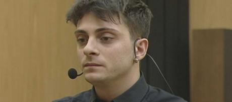 Amici 18: Alessandro Casillo si sarebbe auto eliminato per le tante critiche ricevute.