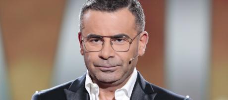 Fotografía de Jorge Javier Vázquez en un plató de televisión