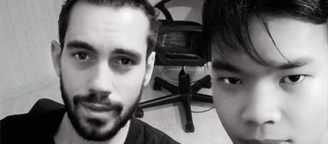 Le chanteur JB Bullet (gauche) avec le mannequin Jérémy Bellet (droite)