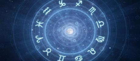 Oroscopo del giorno 19 marzo: magnetismo per il Sagittario, Ariete irrefrenabile