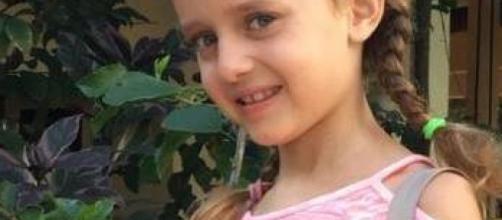 A 8 anni può solo sussurrare a causa di una rara forma tumorale