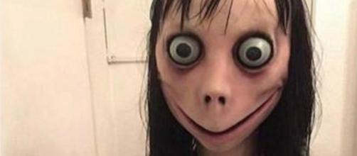 Boneca Momo incentivava crianças a cometerem crimes (Reprodução TV Glbo)