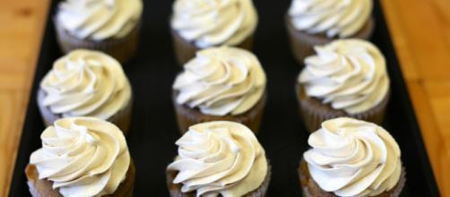 Candy dessert sweet cream cupcakes. - [Canon EOS 5d Mark IIi / MaxPixel]