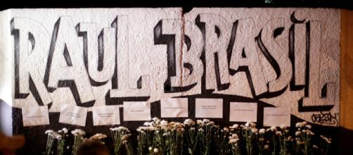 Homenagem feita para os alunos e funcionários mortos na escola Raul Brasil (Arquivo Blasting News)