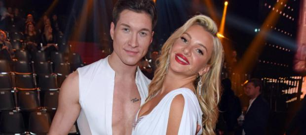"""Evelyn Burdecki bei """"Bei 'Let's Dance' mit Tanzpartner Evgeny Vinokurov."""