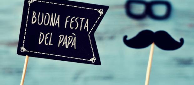Frasi e auguri festa del papà divertenti e spiritosi da inviare via social.