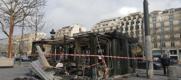 La furia dei Gilets Gialli nel centro di Parigi