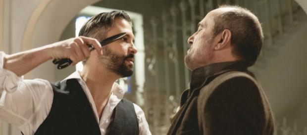 Una Vita, episodi iberici: Felipe aggredisce il Palacios con delle forbici in mano