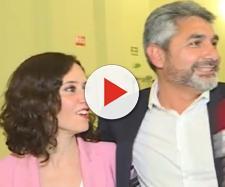 Isabel Díaz Ayuso y Juan José Cortés en el programa 'Todo es mentira'. / Mediaset