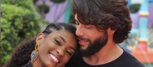 Erika Januza e o namorado (Reproduçã/Instagram)