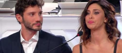 Stefano De Martino stuzzicato su Belen: 'Basta, sto sudando'.