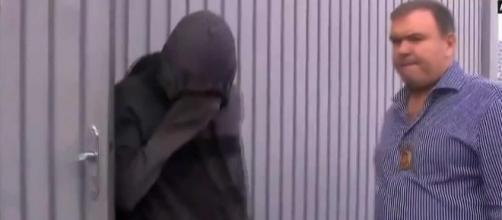 Suspeito foi apreendido em sua casa (Reprodução/GloboNews).
