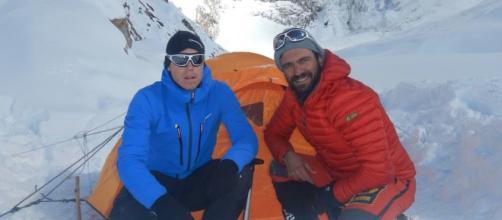 Una targa sul Nanga Parbat in ricordo dei due alpinisti che hanno perso la vita un mese fa