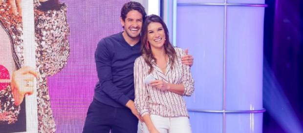 "Alexandre Pato faz surpresa para a namorada, Rebeca Abravanel, no ""Roda a Roda"". (Gabriel Cardoso/SBT)"