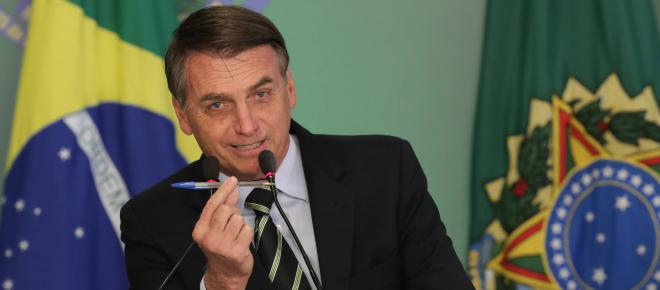 Bolsonaro isenta cidadãos americanos de visto para o Brasil