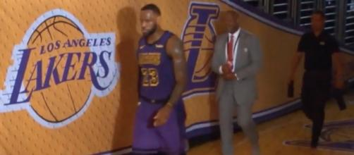 As the Lakers were losing to the Bucks with seconds to go, LeBron James exited the court in frustration. [Image via NBA on ESPN/YouTube]