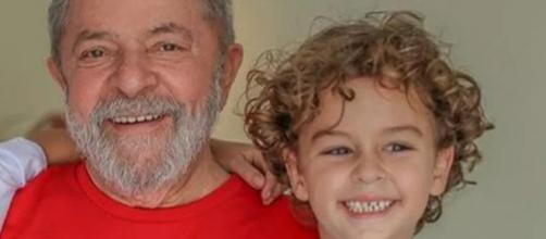 Ex-presidente Lula e o neto (Reprodução/Instagram)