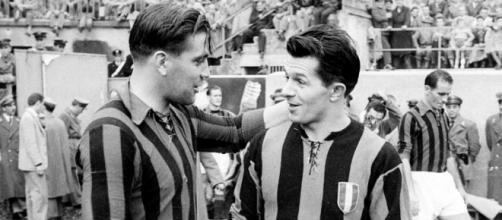 Gunnar Nordahl ed Istvan Nyers prima di un derby, stagione 1953/54
