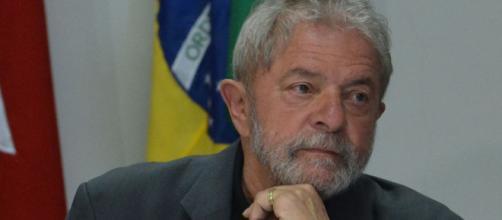 Lula faz promessa ao neto em cerimônia de velório - (Foto: Valter Campanato/Agência Brasil)