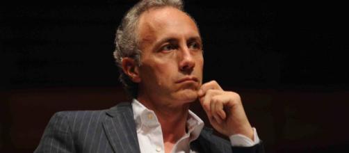 Marco Travaglio smonta le fake news dei 'giornaloni' sul Tav