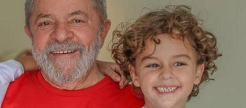O ex-presidente Lula e o neto, que morreu na última sexta-feira (Reprodução)