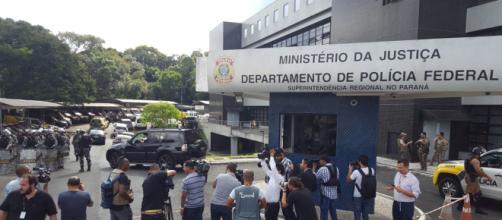 Policiais em velório do neto de Lula incomoda familiares. (Foto: Marcello Casal Jr/Agência Brasil)
