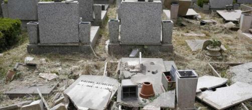 Profanate più di ottanta tombe nel cimitero ebraico