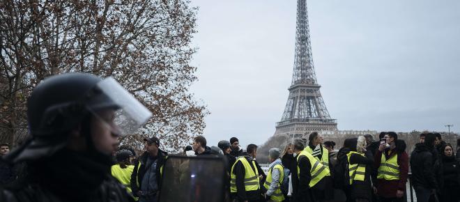 Gilets jaunes : 53% des Français critiquent la couverture médiatique du mouvement