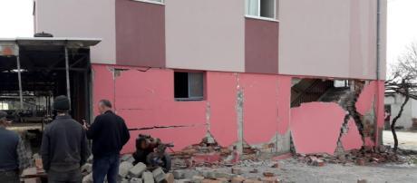 Palazzo danneggiato dal terremoto in Turchia, 20 marzo 2019