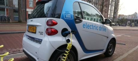 Recharging electric vehicle - Image credit - mmurphy / Pixabay
