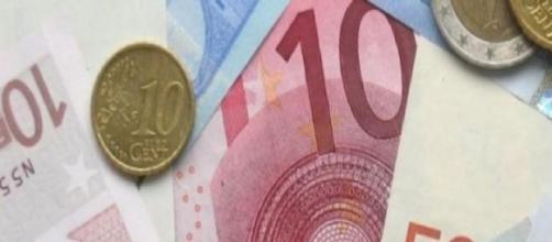 Anônimos doam dinheiro. (Foto: Arquivo Blasting News)