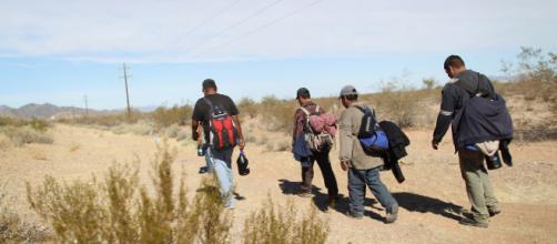 Inmigrantes se exponen a grandes peligros al cruzar la frontera sur de EEUU.